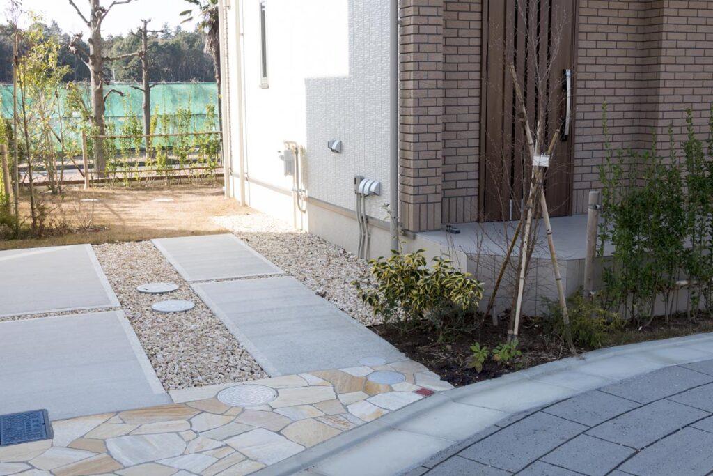 自宅の庭を駐車場にする場合の舗装方法の種類と費用